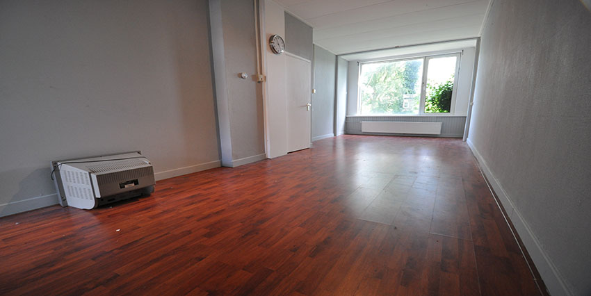 Unfurnished two rooms apartment for rent on the Strevelsweg in Rotterdam South.