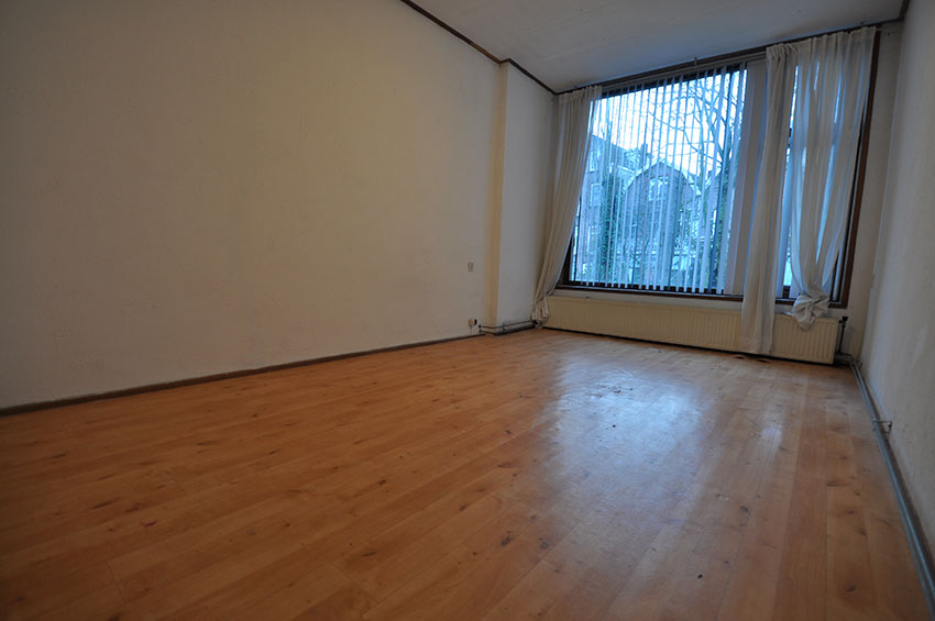 For rent three room apartment on the first floor on the Rodenrijsestraat in Rotterdam Bergpolder.