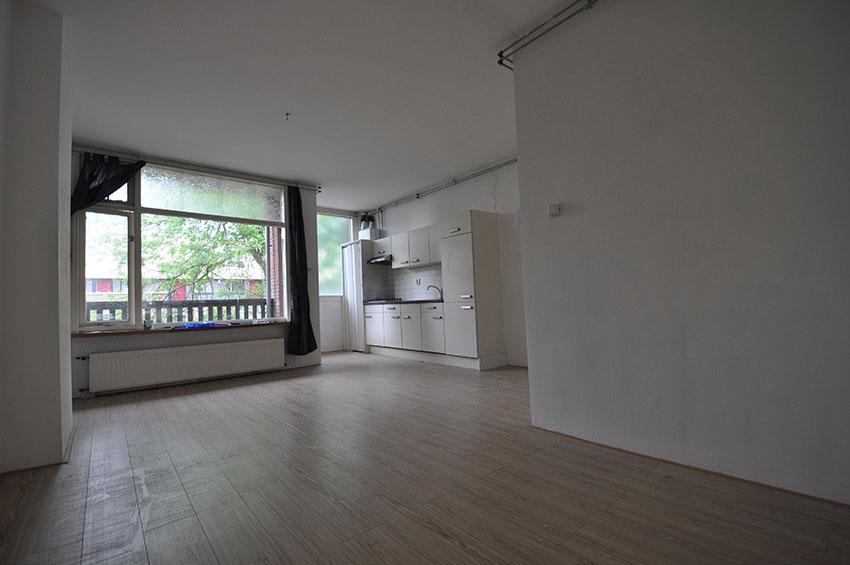 Twee kamer woning te huur aangeboden aan de Grote Visserijstraat in Rotterdam West.