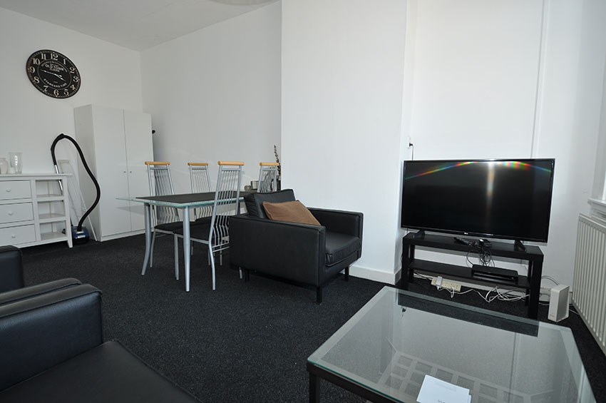 For rent 3 room apartment located at the Marnixstraat in Rotterdam Crooswijk.